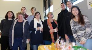 G.Stelzmüller (mit Brille), A.Osterbauer (oranger Schal) mit Besucherin und SchülerInnen der htl donaustadt